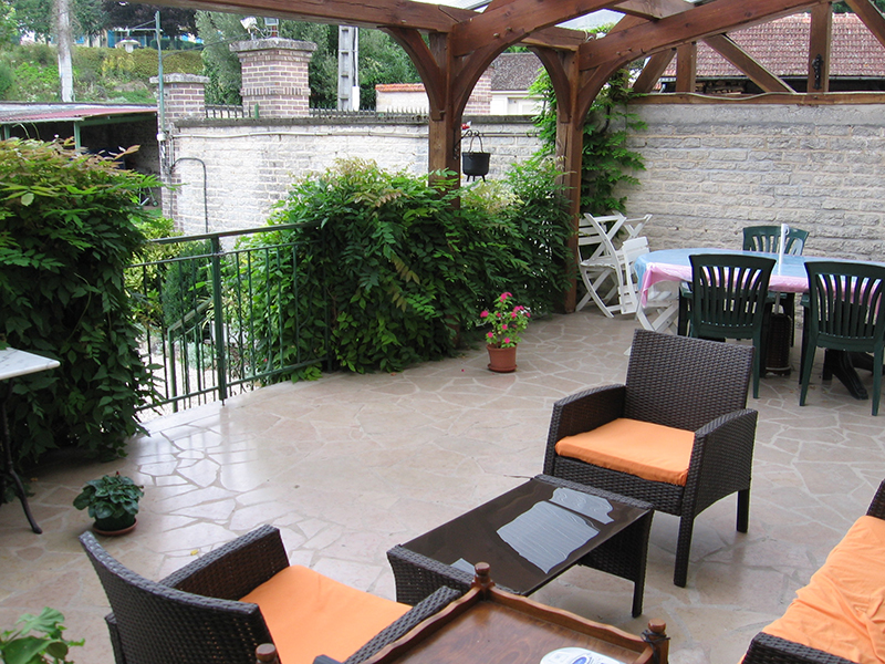 Gîte de groupe au Moulin dans l'Aube près de Paris, la terrasse vue sur la Seine