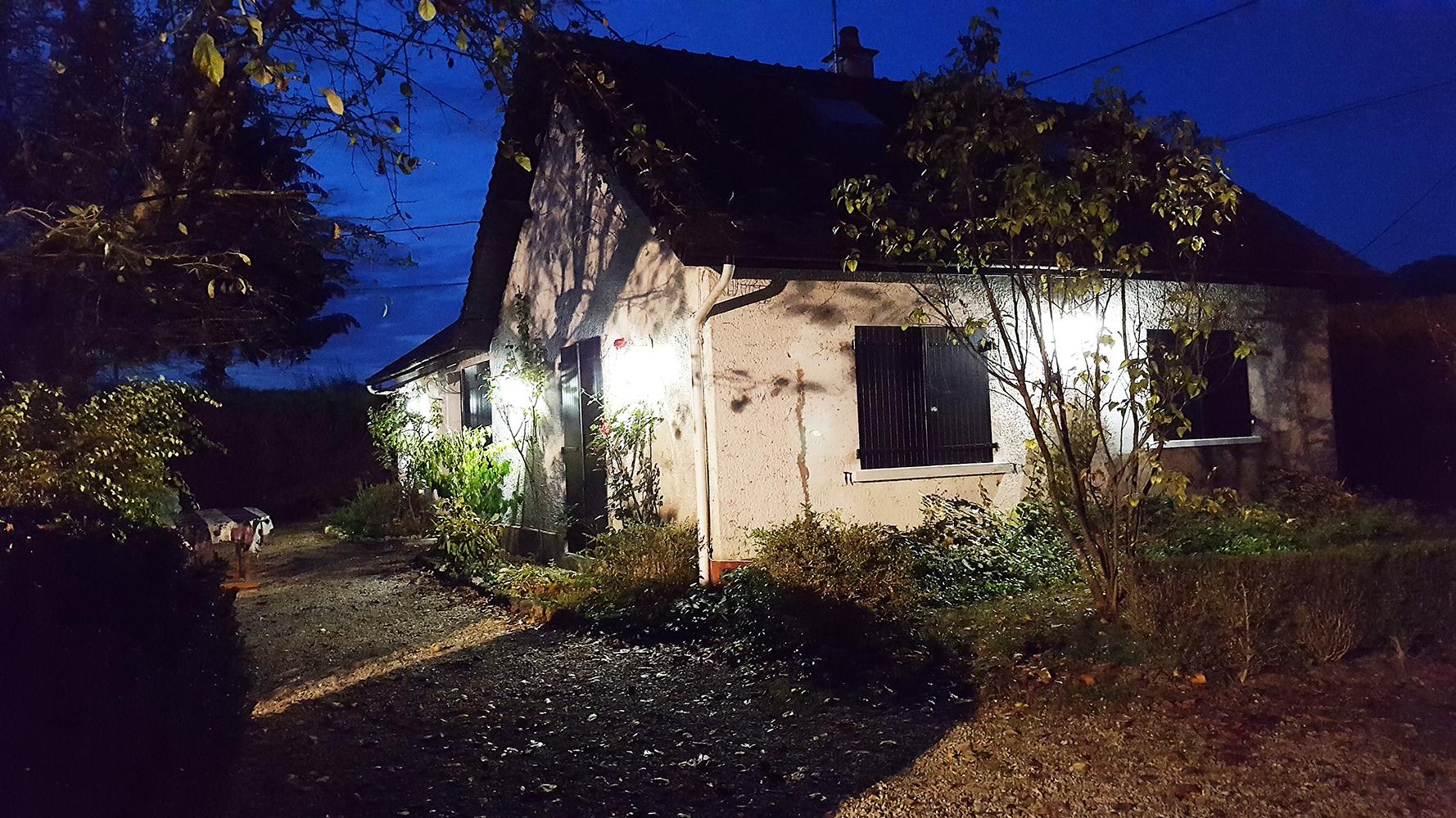 Maison toute éclairée